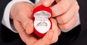 Evlilik Teklifi Etmek İsteyen Genç Yüzüğü Tribünde Kaybetti