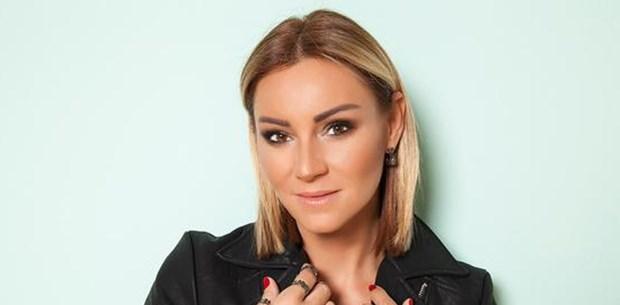 Pınar Altuğ'un Seneler Öncesindeki Estetiksiz Hali Ortaya Çıktı - 1