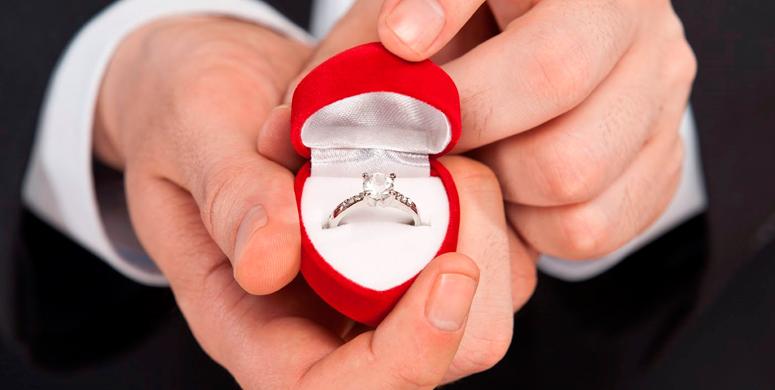 Evlilik Teklifi Etmek İsteyen Genç Yüzüğü Tribünde Kaybetti - 1