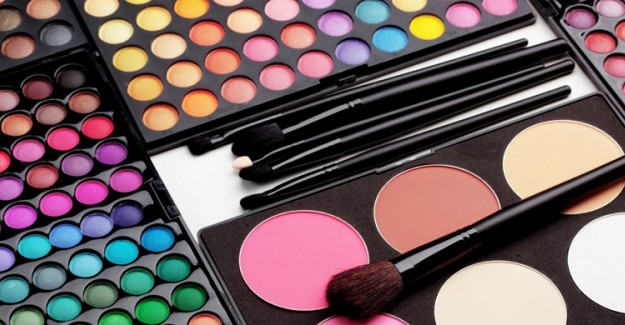 Kadınlar Dikkat! Artık Makyaj Malzemelerine Tonlarca Para Harcamayacaksınız