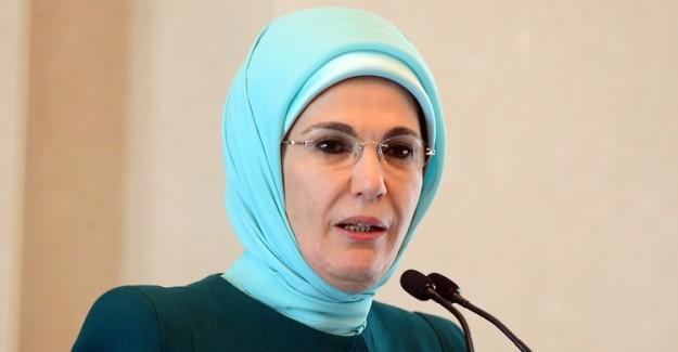 Türkiye Cumhuriyeti'nin İkinci Tesettürlü First Lady'si Emine Erdoğan'ın Görkemli Stili!
