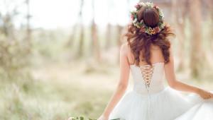 Kır Düğünü Gelinlerine Özel Saç Modelleri