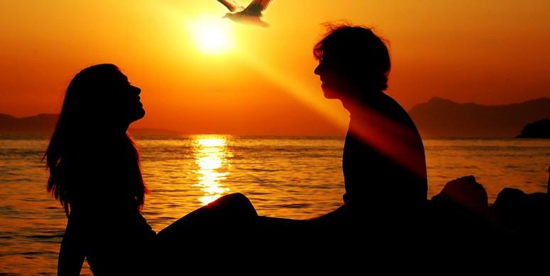 Aşık Olan Erkek Nasıl Davranır?